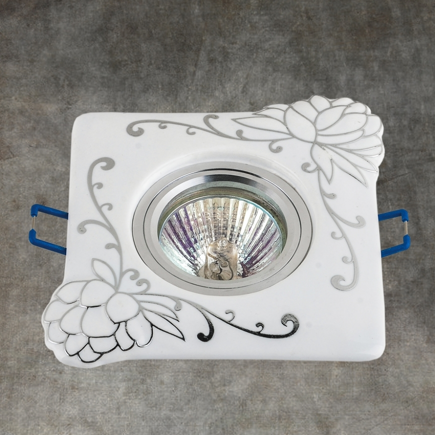 Точечный врезной светильник 70598 CR